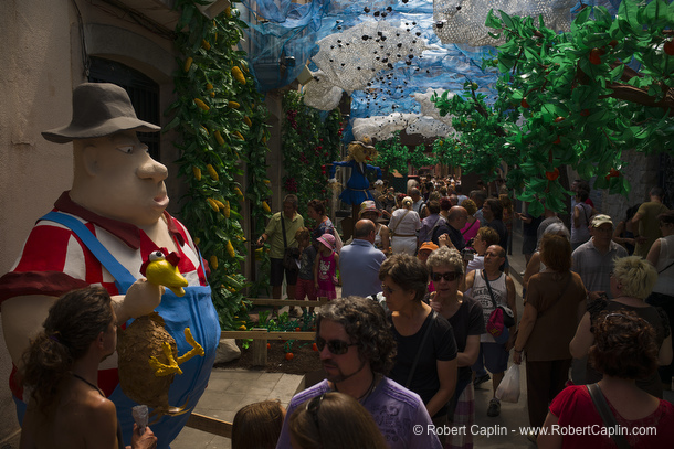 Les Festes de Gràcia.Photo by Robert Caplin