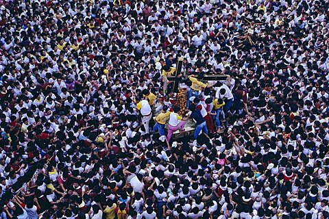 Aerial view of pilgrims and devotees taking part in annual Black Nazarene procession, Plaza Miranda, Quiapo, Manila, Philippines, Southeast Asia, Asia