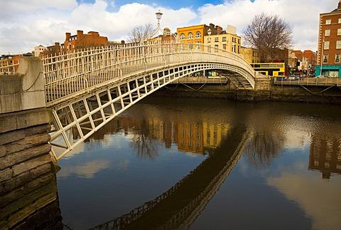 Ha'penny bridge over the River Liffey, Dublin, Republic of Ireland, Europe