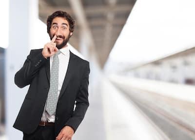 Alguns profissionais de vendas podem exagerar um pouco na formatação do perfil e ao invés de serem atrativos em relação às vendas de valor em tecnologia, podem até afastar possíveis clientes.