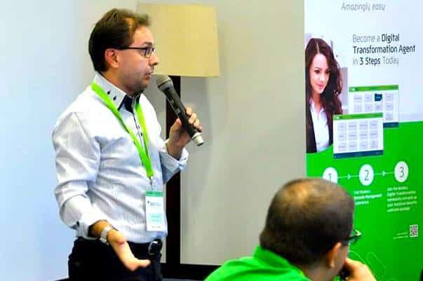 José Teixeira, formou-se em Gestão de Empresas e é contabilista certificado em Portugal.