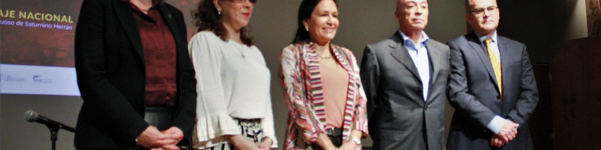 De izquierda a derecha, la Arquitecta Claudia Patricia Santa Ana Zaldívar, directora general del ICA, la Doctora Sara Baz Sánchez, directora del MUNAL, la Doctora Lidia Camacho, directora general del INBA, el Maestro Saturnino Herrán Gudiño, y el Licenciado Miguel Ángel Vargas Gómez, director de promoción y difusión del Instituto Cultural de Aguascalientes.