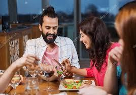 Quando gli amici assaggiano il cibo nel tuo piatto