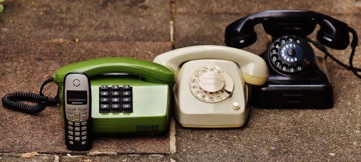 A confronto il telefono fisso e il cellulare…