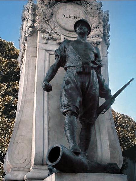 Reggio_calabria_monumento_ai_caduti_statua_fante