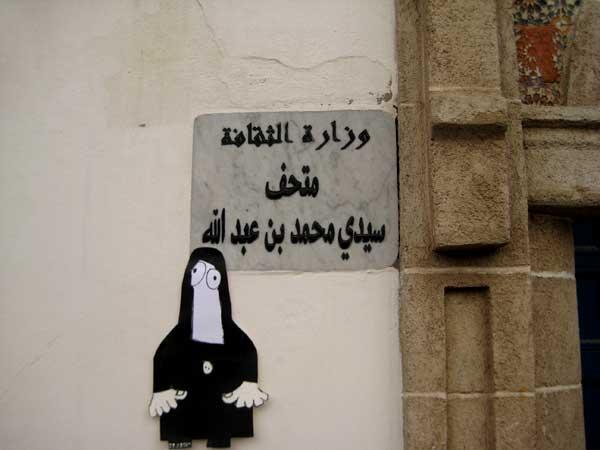 essaouira, burka, moslim, islam, hoofddoek, poppetje, bezoeker, site, specific, art, action, robert, pennekamp, museum, cartoon, strip