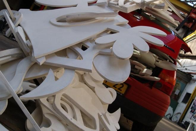 Installatie, Witte, Symbolen, vormen, logo, icoon, uitsnede, hout, interactief, site , specific, art, action, atelier, opstelling, Robert Pennekamp