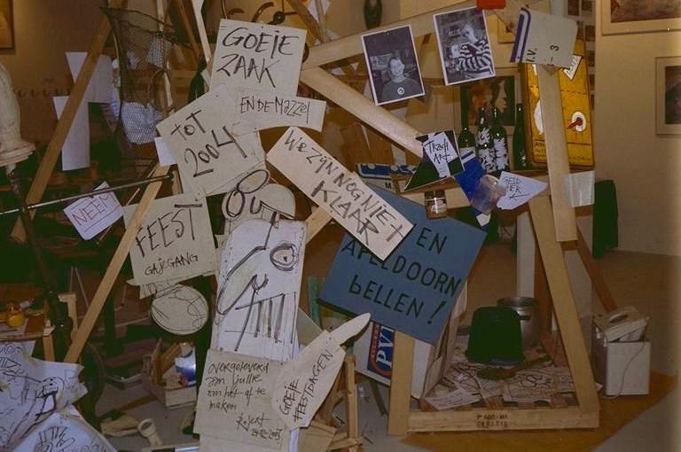 Trash Art; installatie, gevonden objecten, props, objecten, maken, maker, constructie, streetart, vuilnis, rommel, rotzooi, Robert Pennekamp