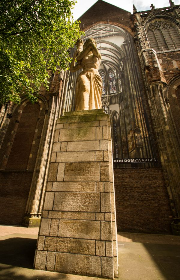 Vrouw met de fakkel, Domkerk Utrecht