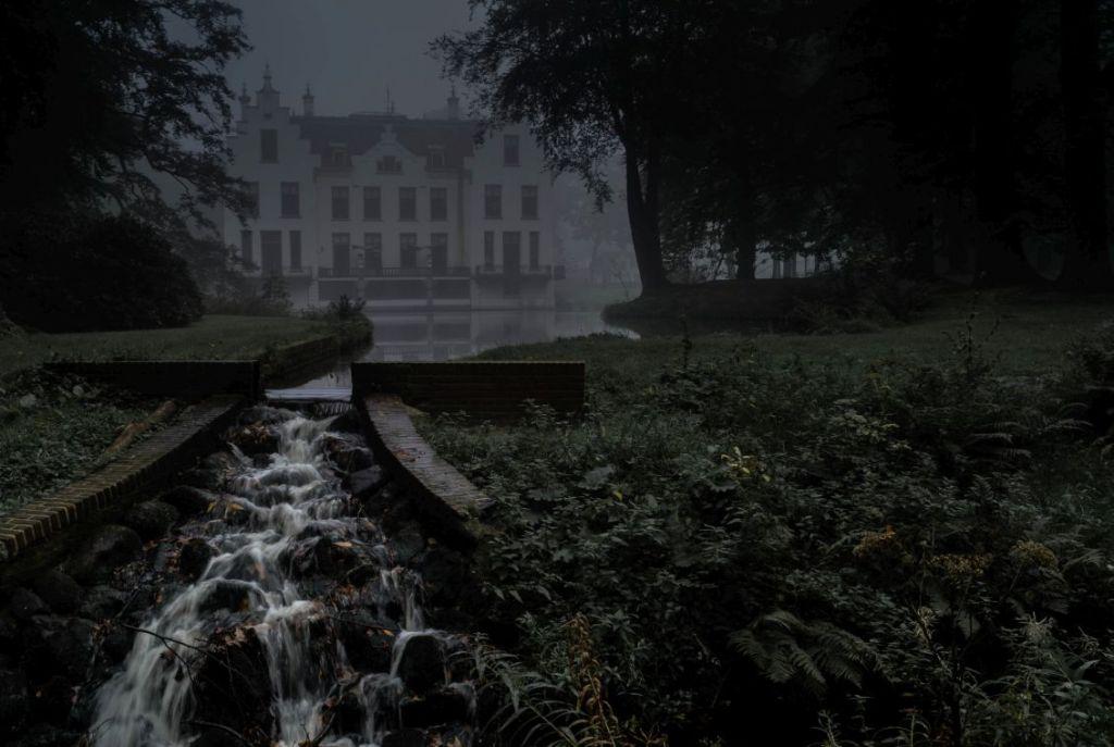 Kasteel Staverden in de mist