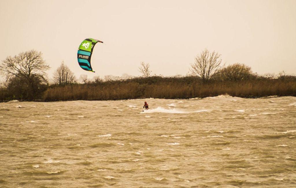 Kitesurfers in Markermeer