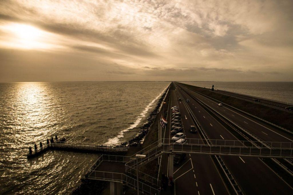 Afsluitdijk, uitzicht richting westen vanaf Vlietermonument