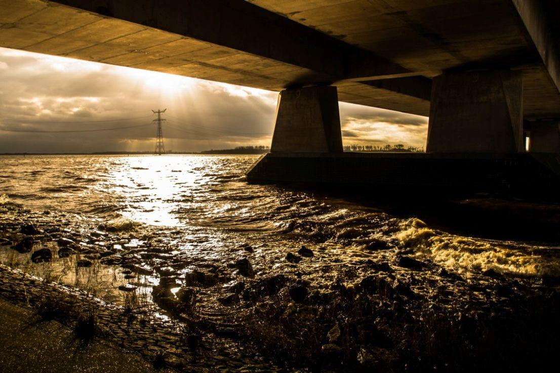Van onder de Ketelbrug