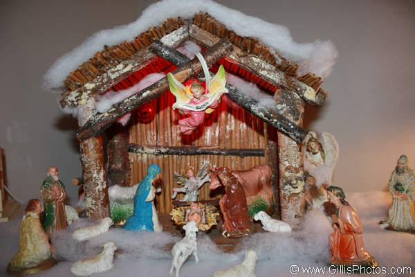 Moms Nativity Set
