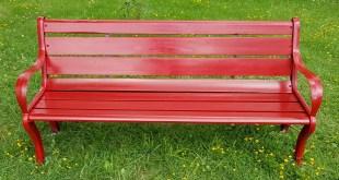 """Negli spazi del parcheggio antistante il Consiglio regionale della Basilicata, inaugurata la """"panchina rossa"""""""
