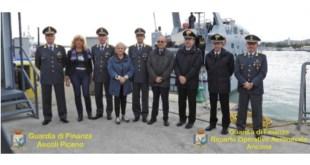 I Prefetti di Ascoli Piceno e Fermo in navigazione con la GdF