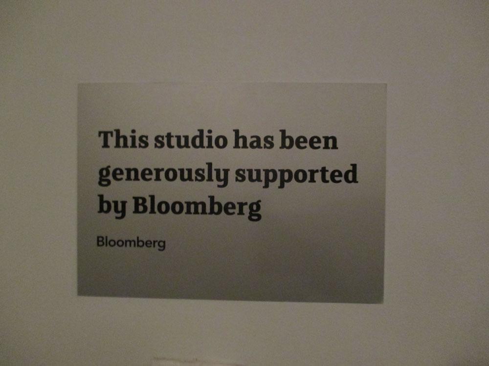 Sign di tembok Bloomberg