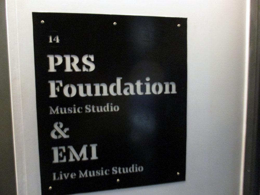Sign di tembok PRS & EMI