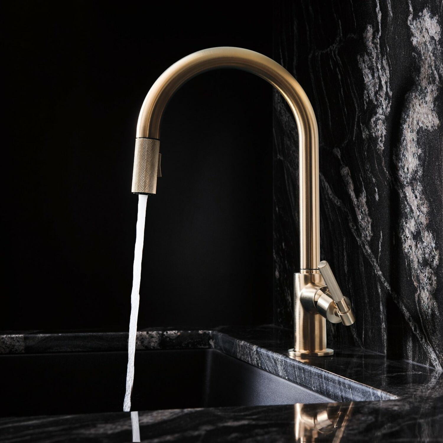 litze pull down faucet with arc spout and knurled handle