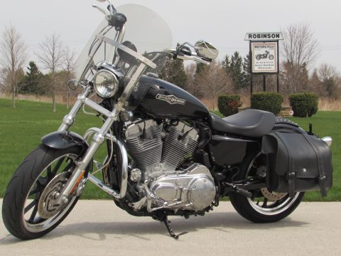 2012 Harley-Davidson XL883L SuperLow  - ONLY 6,100 KM - Vance and Hines Ex - Touring or Solo!