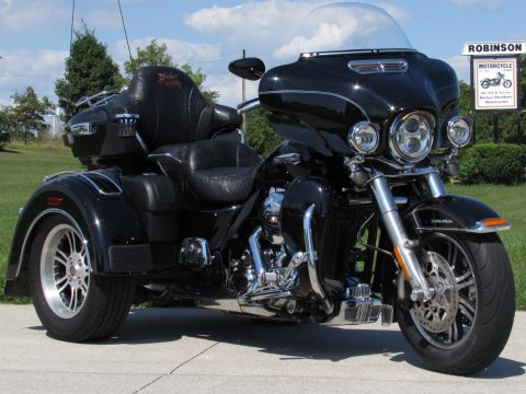 2016 Harley-Davidson Tri Glide FLHTCUTG   $9,000 in Options - HD Warranty till May 2022.