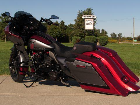 2019 Harley-Davidson CVO Road Glide Custom FLTRXSE   117 - $11,000 in Custom Work - 1,800 KM