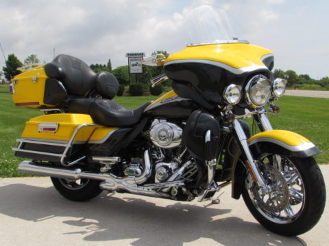 2012 Harley-Davidson CVO ULTRA FLHTCUSE   - ONLY 20,900 Miles, Throaty Stage 1 Exhaust