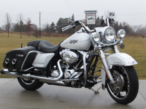 2013 Harley-Davidson Road King Classic FLHRC   103 - $39 Week - Super Low 18,000 Local KM