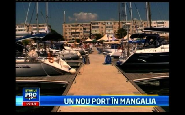 Port pentru yahturi la Mangalia, în fața unor blocuri comuniste