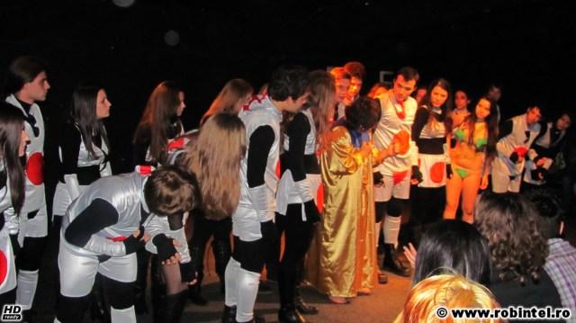 Piesa Google, de Ionuț Popescu interpretată de trupa de teatru OKaua, sub regia aceluiași Ionuț Popescu, în cadrul festivalului național de teatru pentru liceeni Viceversa
