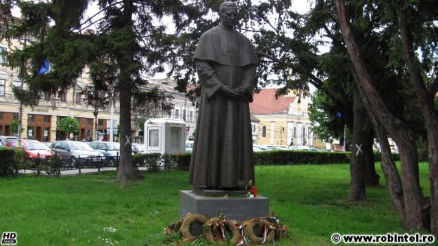 Statuia lui Marton Aron din Piața Unirii, Cluj Napoca