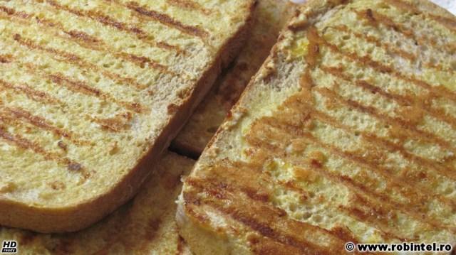 Pâine prăjită cu ou, pe grătar - un deliciu cu unt sau cașcaval