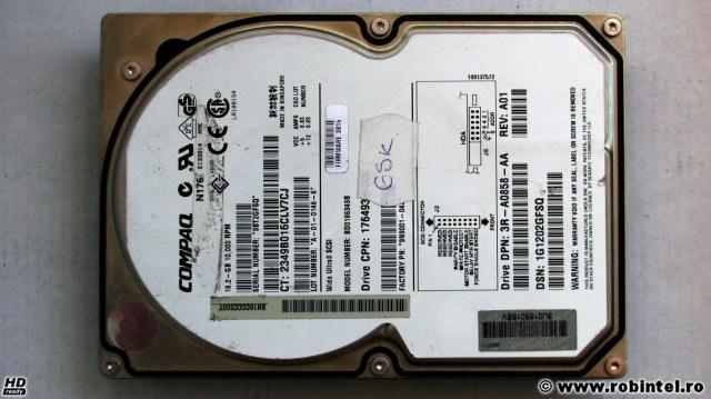 Hard diskul Compaq BD0186349B pe Ultra Wide3 SCSI și cu 10,000 RPM, văzut din față