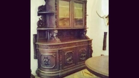 Mobilier din lemn de mahon, expus în Castelul Huniazilor
