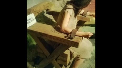 Tortură medievală cu scaun țepos (cuie), o metodă agreată de biserică.