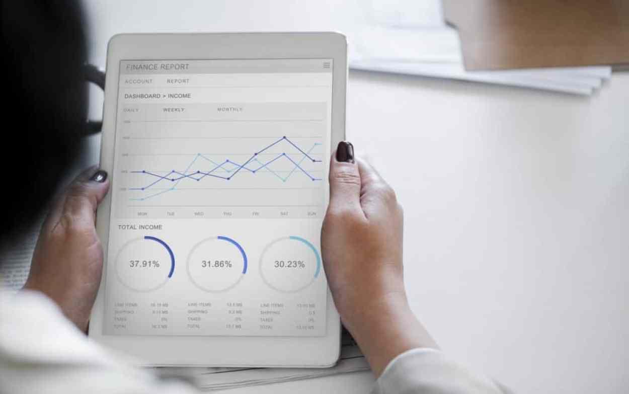 Fondssparen: Investment für Frauen mit Sparplänen: Investmentfonds oder doch ETF Sparplan?