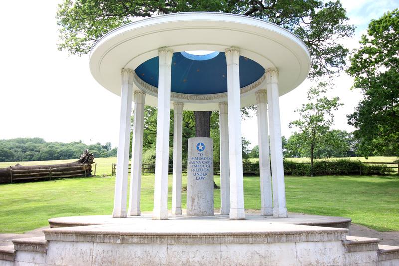Magna Carta Memorial, Runnymede | @robzlog @robertz