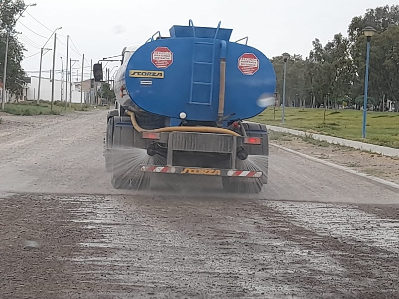 Se realizaron tareas de mantenimiento y distribución de agua en distintos puntos de la ciudad