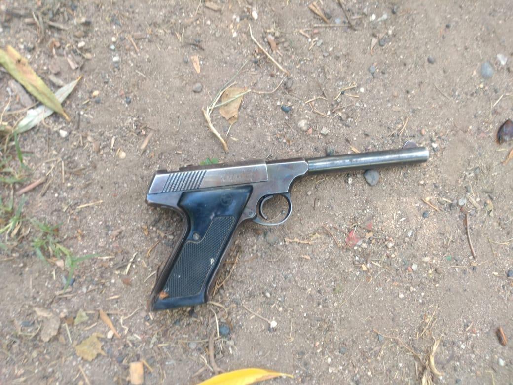 Roca: encuentran arma de fuego y plantas de marihuana en allanamiento