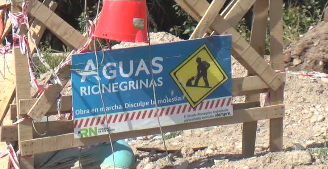 Aguas Rionegrinas trabajó en una rotura en J.J. Gómez