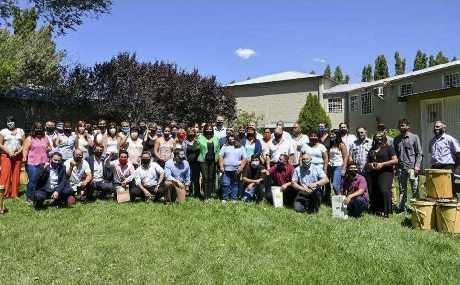 Comisionados de fomento en Roca: Establecieron agenda de trabajo, asistencia financiera y mantenimiento de edificios escolares