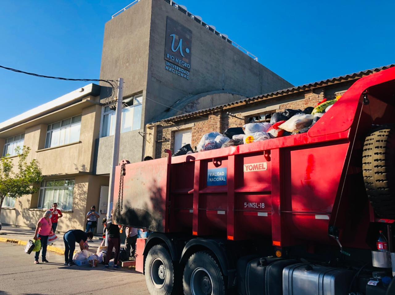 Vialidad Nacional y la UNRN trasladan donaciones a la Comarca Andina