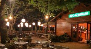 Terrasse le soir au diner du Roc du Berger à Rocamadour