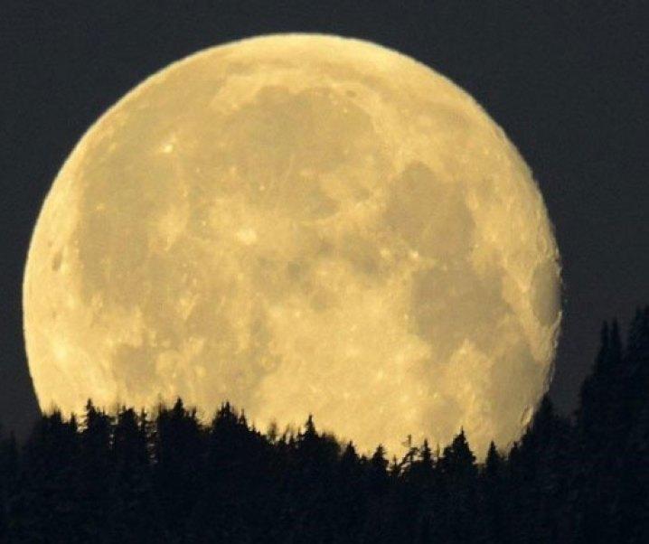 Interesante información de El Mercurio de hoy sobre la luna como causante de grandes terremotos. Agrego el de Chillán de enero de 1939