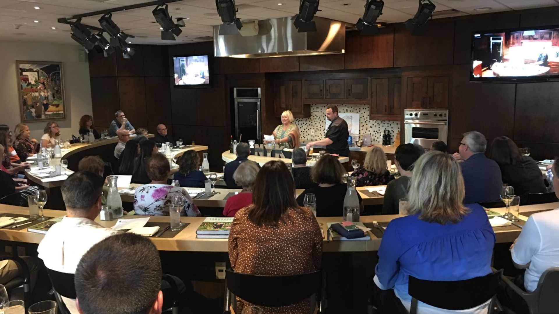 Celebrity chef hosts cooking classes in Ontario Co.