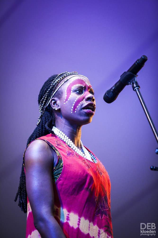 Seun Kuti & Egypt 80 dancer 2
