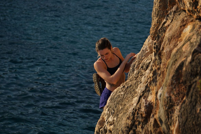 Deep water solo Mallorca Lauren Abernathy