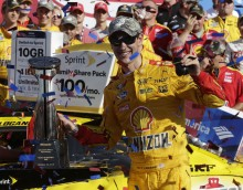 October 11, 2015: Joey Logano wins the Bank of America 500 at Charlotte Motor Speedway in Concord NC. (HHP/Harold Hinson)