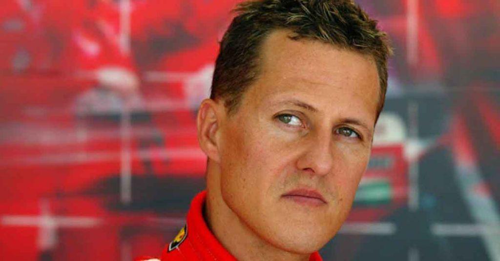 O piloto de fórmula 1 Michael Schumacher: controle e perfeccionismo nas pistas