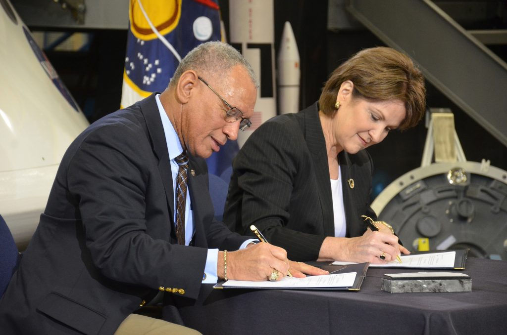 NASA Administrator Charles Bolden and Lockheed Martin CEO Marillyn Hewson sign an agreement enabling NASA's Exploration Design Challenge for students.  Photo: Robert Pearlman/collectSPACE.com